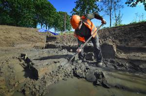 Opgraving waterput bij Houten